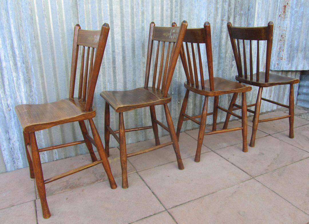 Antieke houten eetkamerstoelen for Eetkamerstoelen te koop