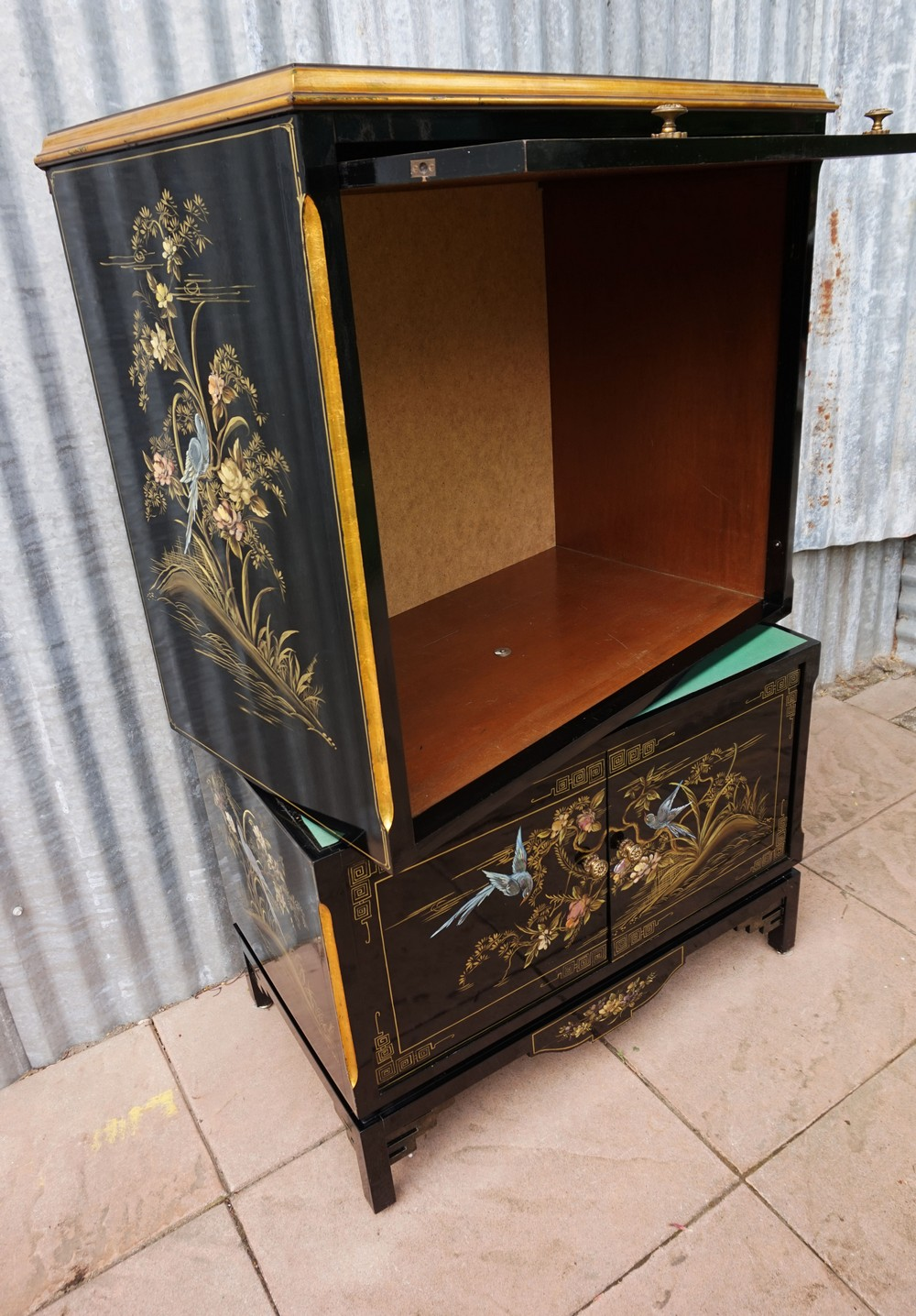 Black hand painted chinese oriental design lacquer and for Hand painted oriental furniture