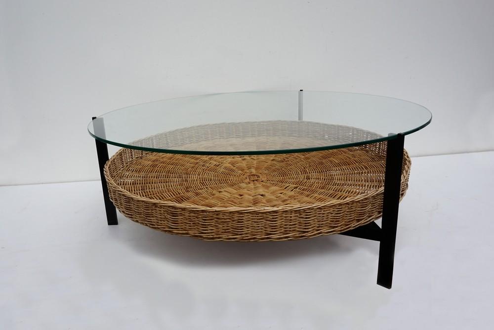 Disign Salontafel Glas.Smoked Glass Top Coffee Table With Rattan Basket