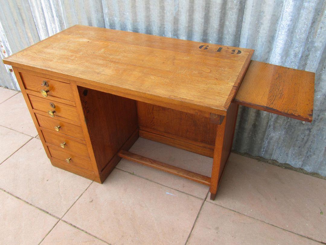 Antiek oud houten kinderbureau kinderburo met laatjes en uittrekblad - Houten bureau voor kinderen ...