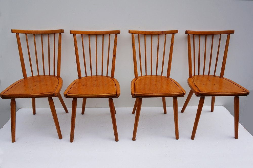 Houten Stoel Retro.Vintage Wooden Spindle Back Dining Chairs