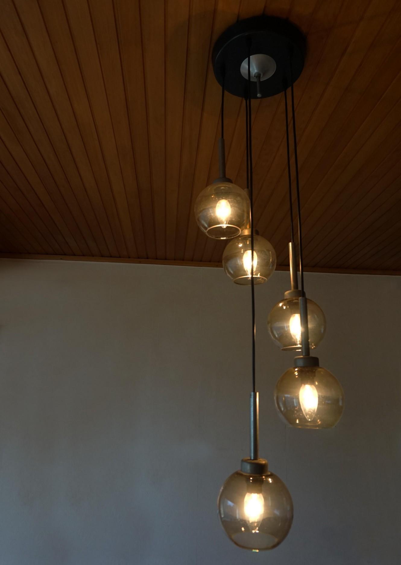 Mid century vintage hanglamp met gerookt glazen bollen for Hangelampe vintage