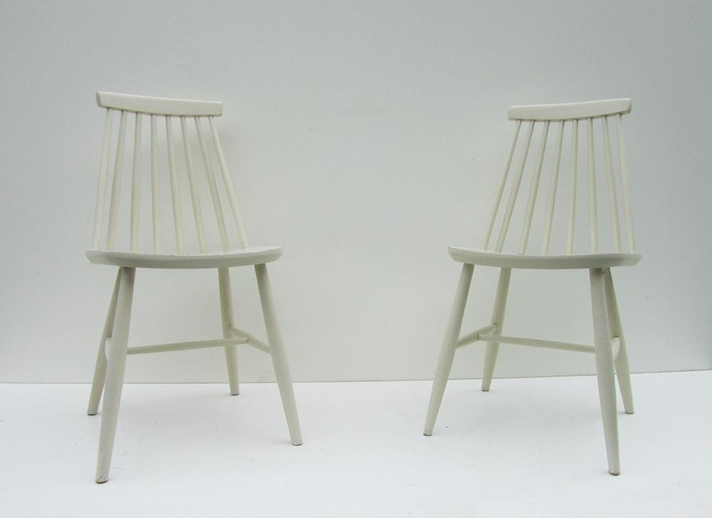 Witte design spijlenstoelen uit de jaren van zpm radomsko