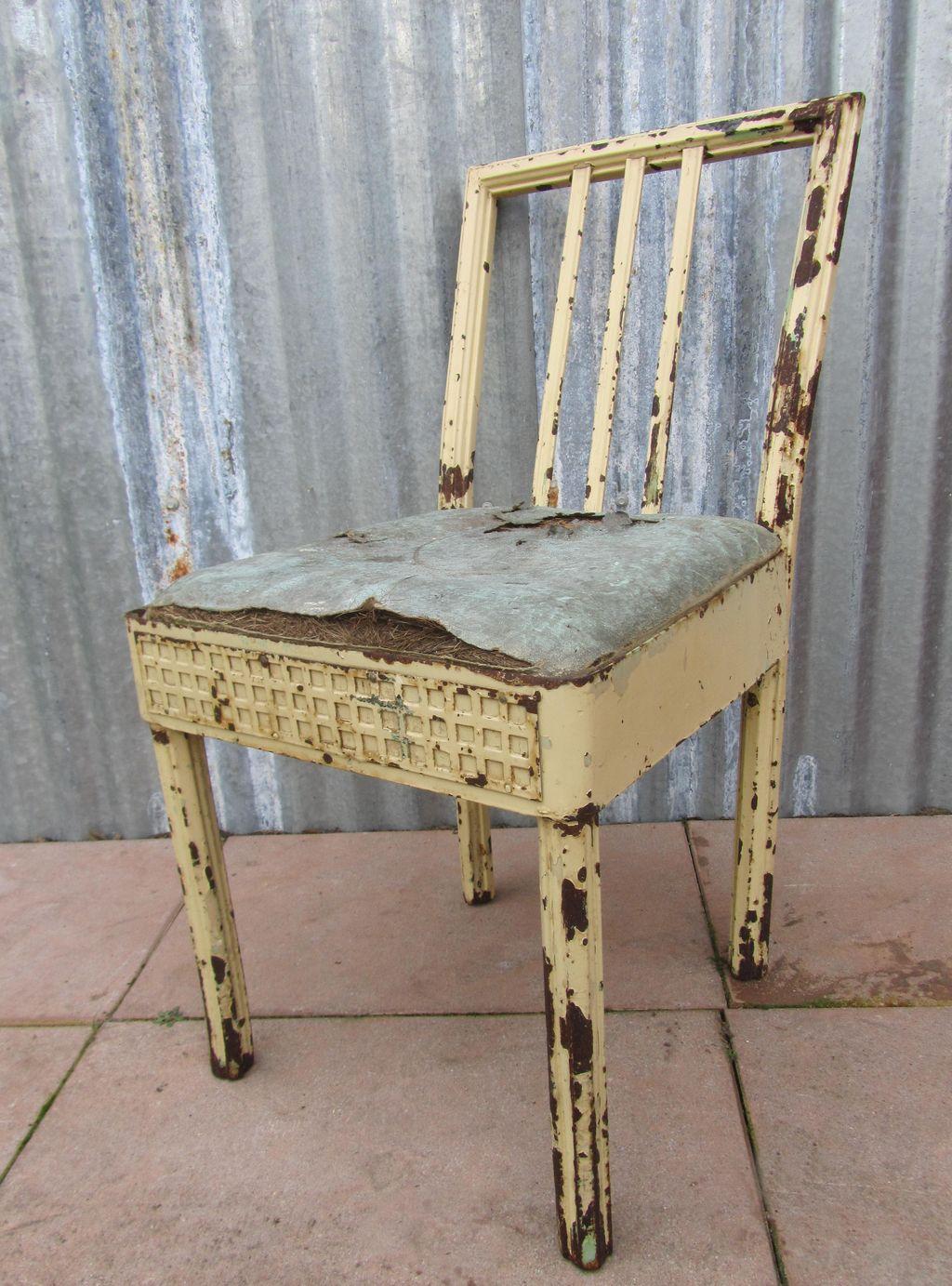 Industrieel Design Vintage.Antique Industrial Iron Chair Decor Piece