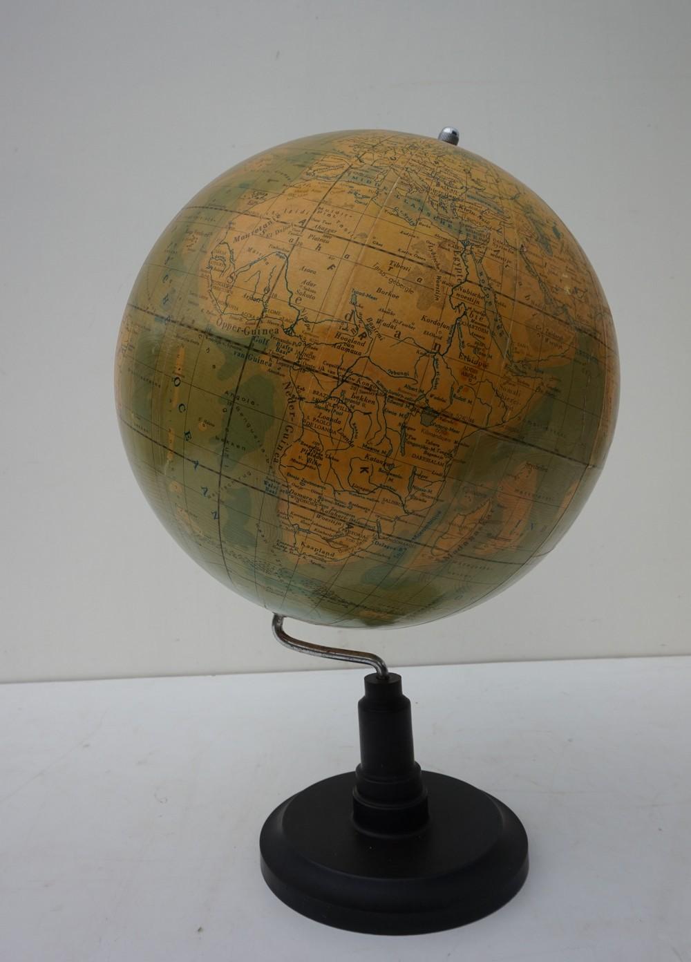 Verrassend Antique vintage bakelite globe of Dutch make, circa 1940 UC-09
