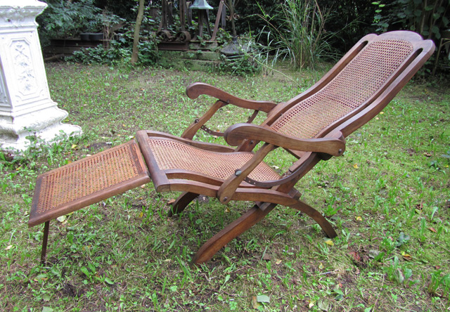 - Antique Folding Steamer Deck Chair