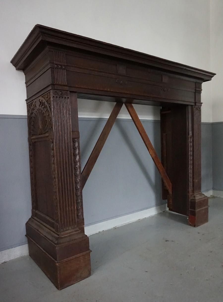Zeer antieke eiken houten schouw, open haard ombouw XF23