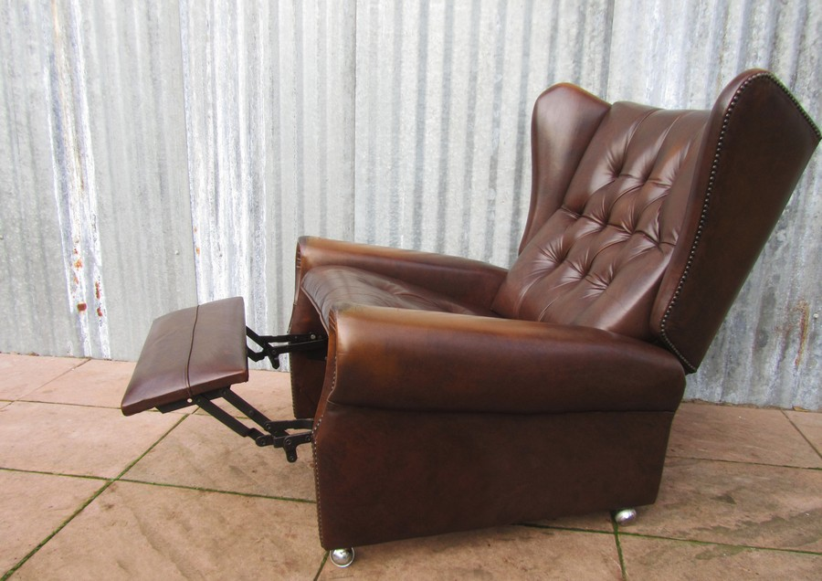 Retro Relax Fauteuil.Vintage Brown Leather Chesterfield Style Reclining Wingback Chair Lounger