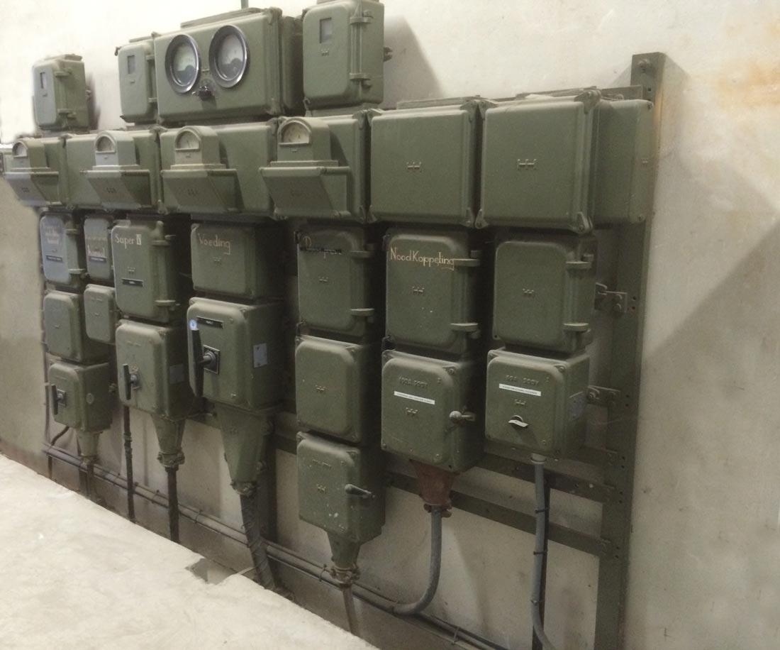 Oude industri le elektriciteits verdeler stroomverdeler vintage stroom verdeelkasten uit een - Deco design fabriek ...