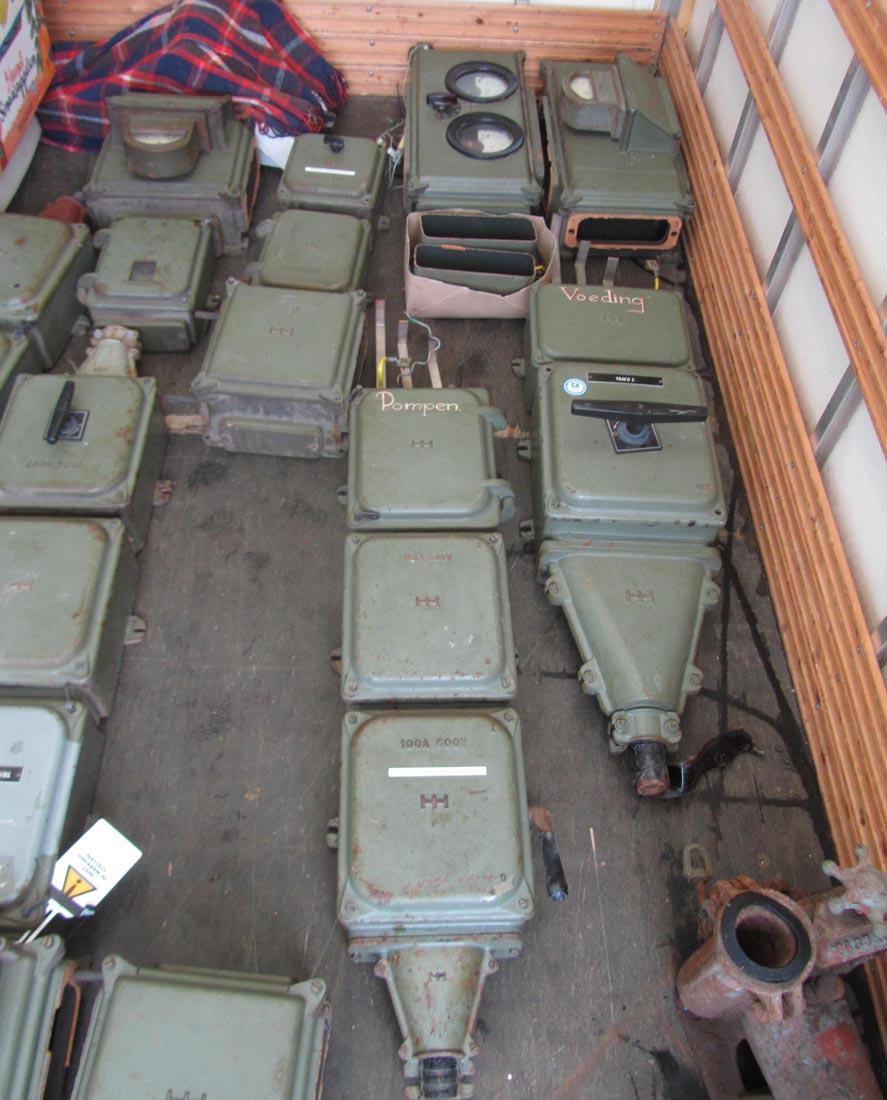 Oude industri le elektriciteits verdeler stroomverdeler vintage stroom verdeelkasten uit een - Deco fabriek ...