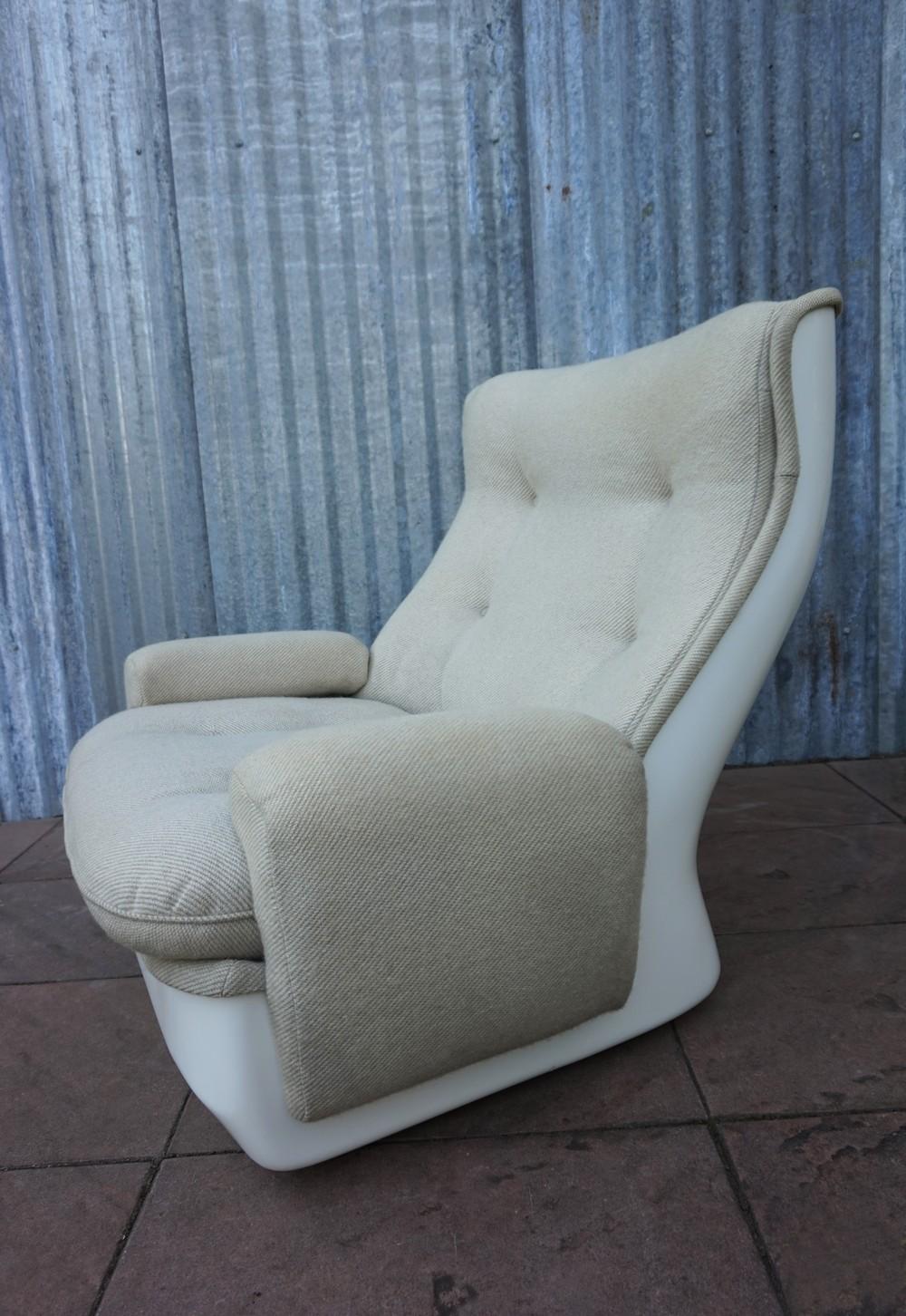 Vintage airborne design lounge fauteuil michel cadestin model orchid e - Witte design lounge ...