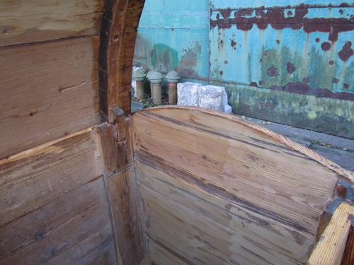 Zeer grote antieke houten kist