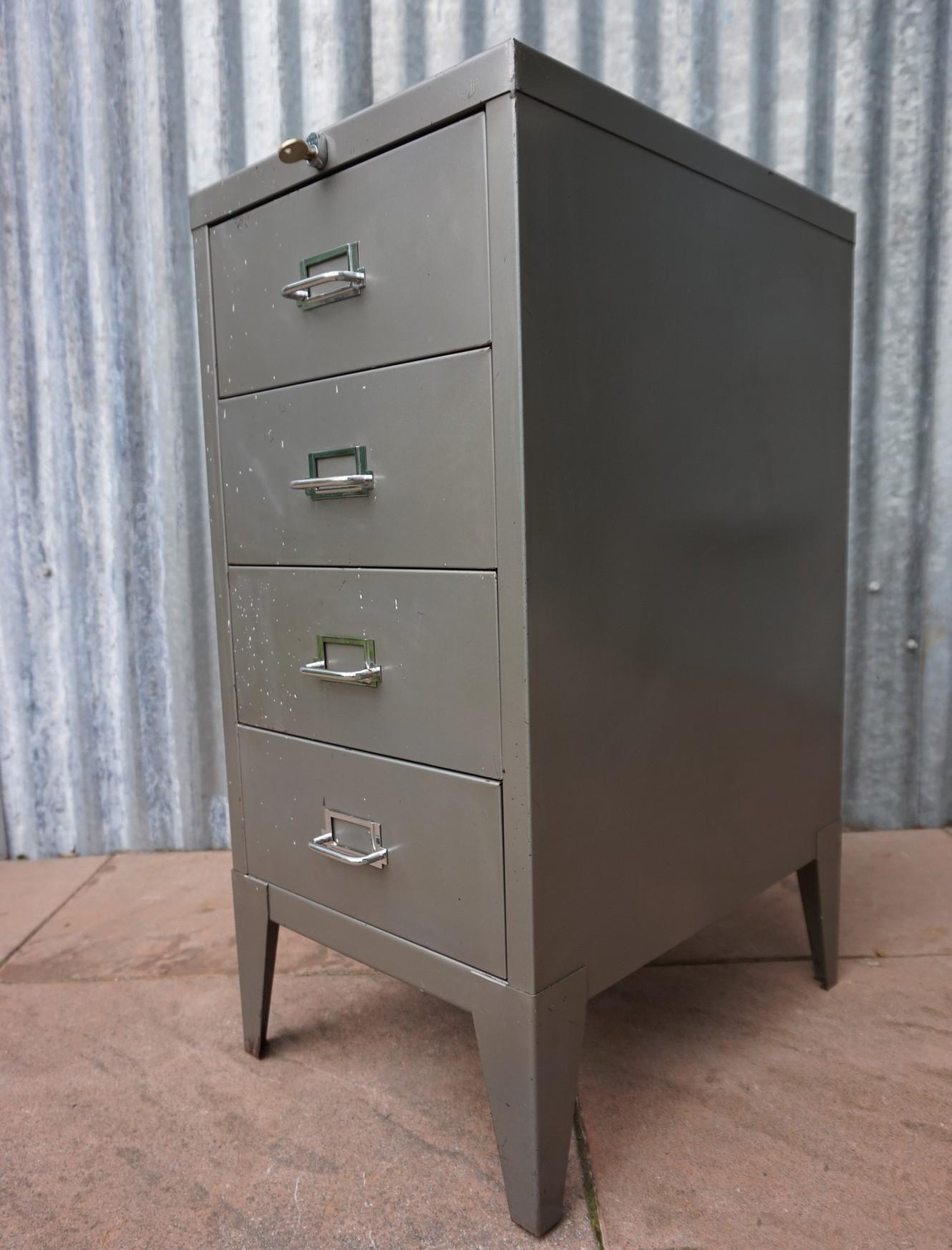 Commode Of Ladenkast.Industrieel Vintage Ladekast Ladenkast Commode Van Metaal Stor Steel