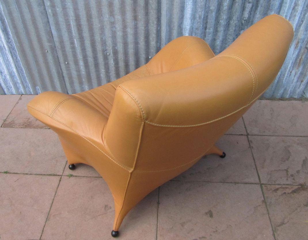 Mooie grote moderne leren lounge fauteuil in een warme cognac kleur - Mooie fauteuil ...