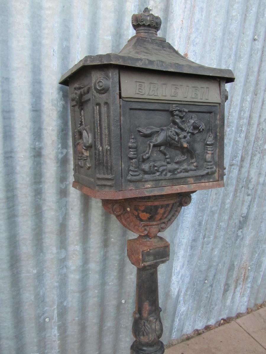 Wonderbaar Mooie nostalgische verweerde staande gietijzeren brievenbus op paal FY-25