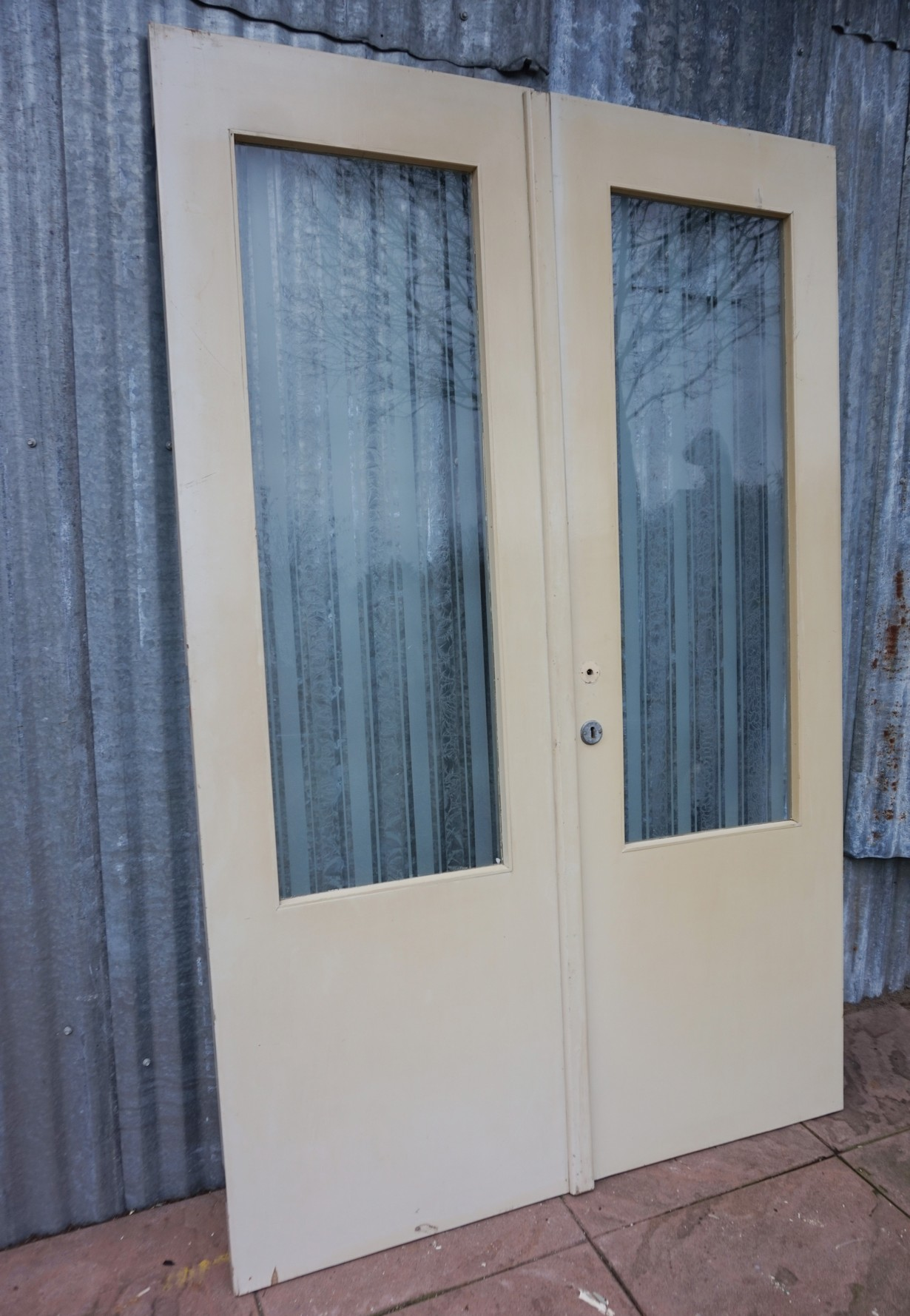 Solid Wooden Doors With Striped Gl