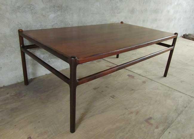 Deense palissander salontafel johannes andersen voor for Deense meubels vintage