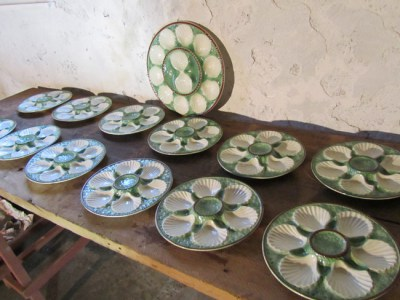 Set van 13 antieke Franse oester borden, antique French majolica oyster plates