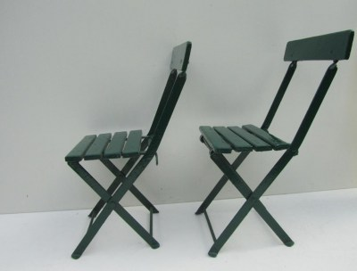 Set van 2 antieke Franse kinder bistro stoelen/ Childrens French Folding Bistro Chairs