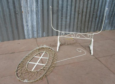 Antiek ijzeren Poppenwiegje/Antique iron Doll Rocking Crib