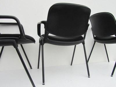 Zwarte armstoelen bureau stoelen vergaderstoelen