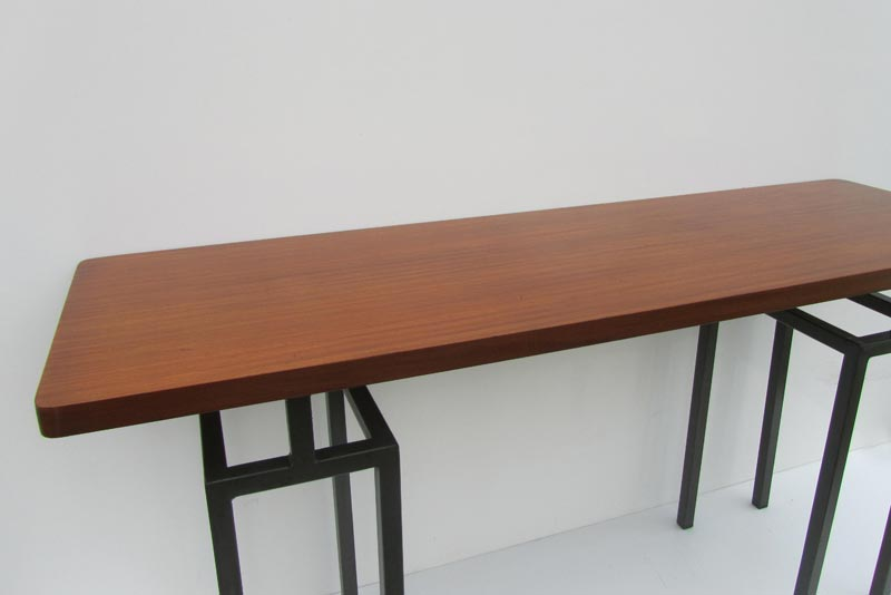 Retro vintage teak tafel en bank met stalen onderstel