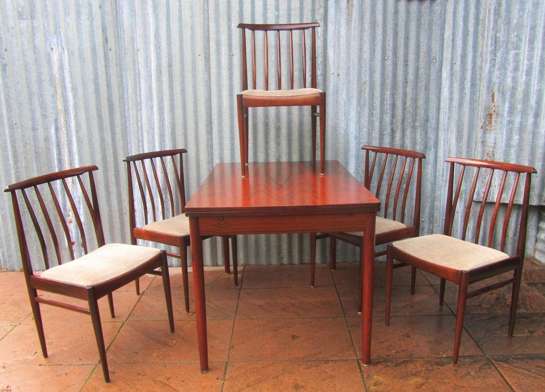 Kleine slaapkamers up idee n - Tafel en stoelen dineren ...