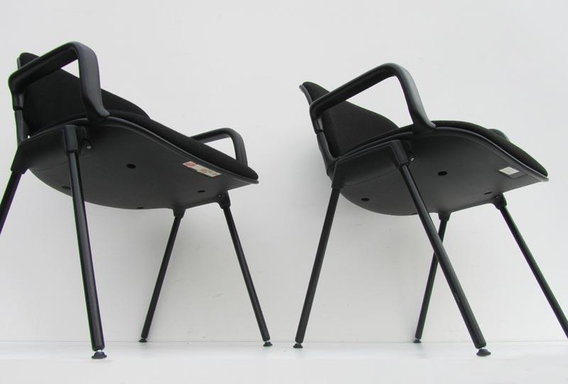 Zwarte armstoelen bureau stoelen vergaderstoelen for Vergaderstoelen design