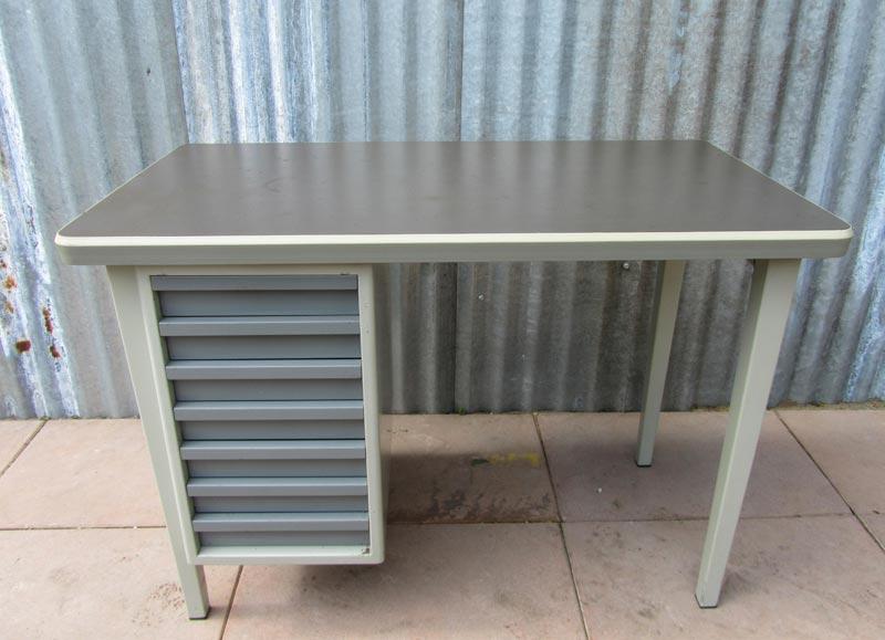 Vintage industrieel gispen bureau zgn schrijfmachine bureau for Ladeblok onder bureau